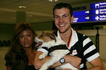 Тимо Болл с женой и собакой